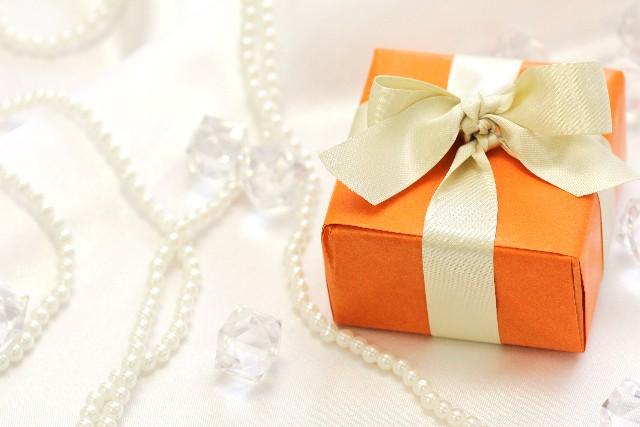 もらって嬉しい婚約の証「ネックレス」…既婚者なりの高価なものがいい