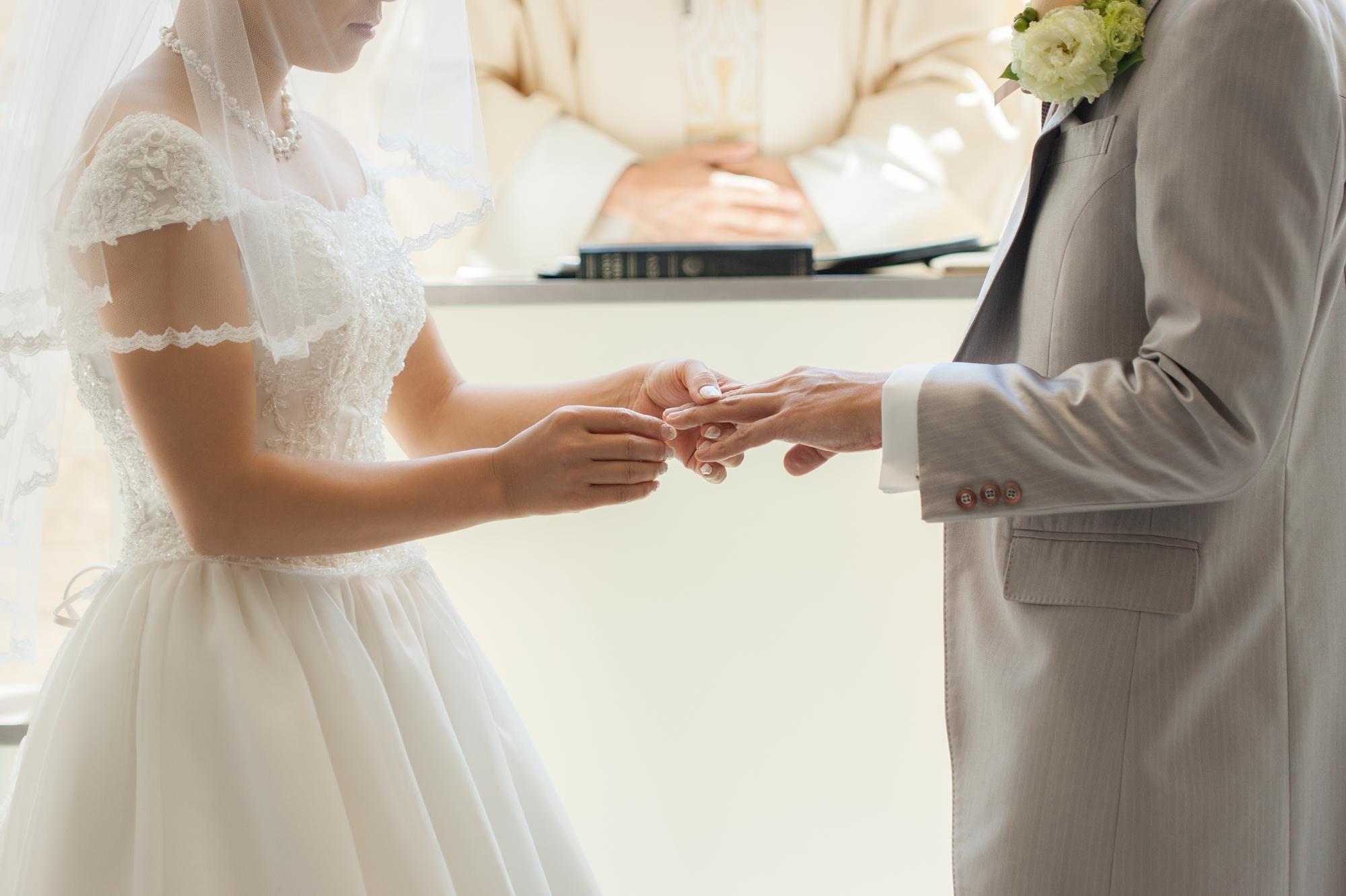 そもそも、どうして結婚指輪は左手の薬指に?